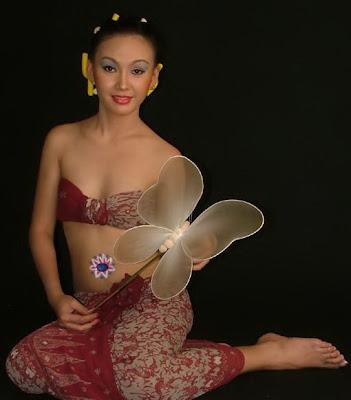 http://www.siwoksintol.com/2012/07/maureen-model-seksi-indonesia-yang.html