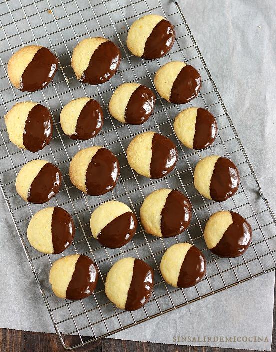 Estas galletas las tenía pendientes hace ni lo sé el tiempo. La mezcla  choco-naranja siempre me atrae f378edc77b2