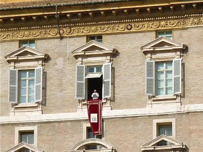 Paus Franciscus op Sint-Pietersplein Rome - 03-11-2013