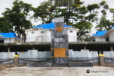 monumen perjuangan lapangan merdeka fotografi medan