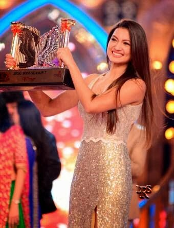 Gauhar Khan winner of Bigg Boss 7 with Trophy