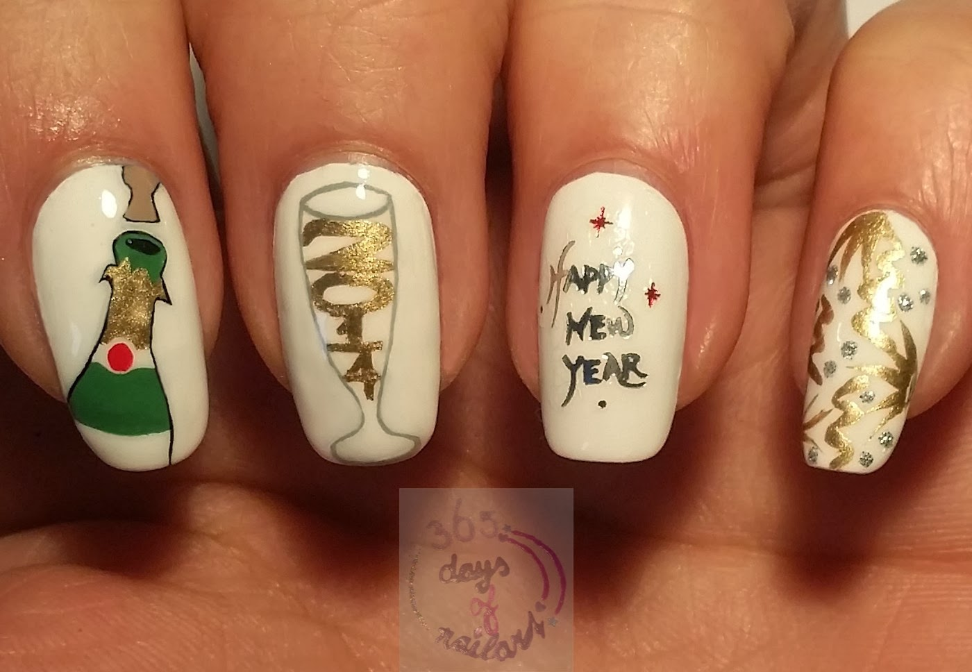 365+ days of nail art: Day 361) New Year nails champagne
