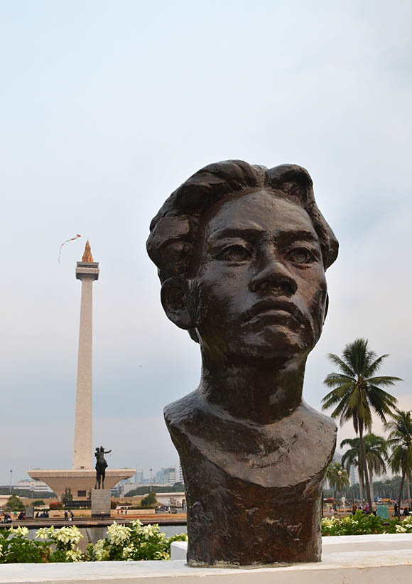Chairil Anwar statue