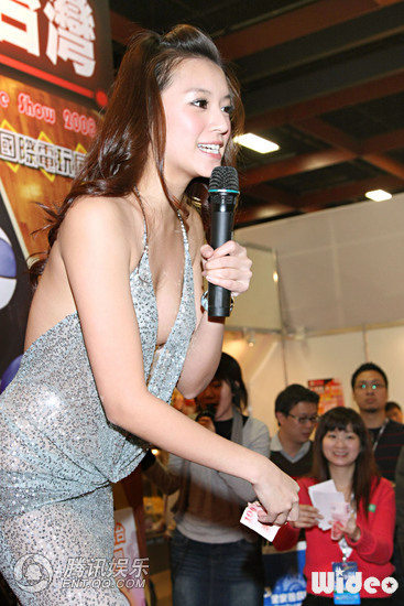 Malaysian Celebrity Super Model Yuni Li Yen Chin