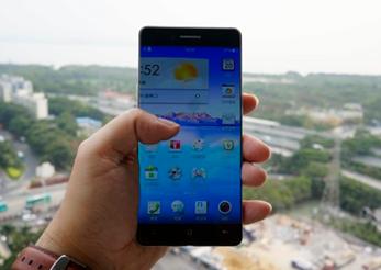 Oppo R7, Smartphone Tanpa Bezel