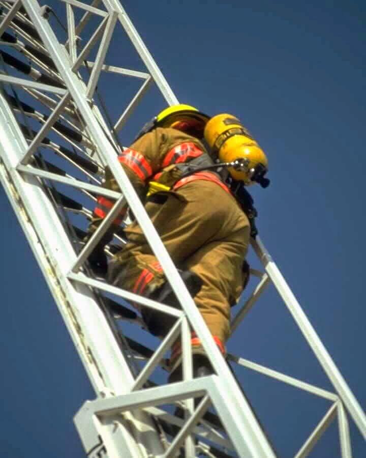 firefighter, fireman, oxygen tank, ladder, protective clothing, fire, emergency