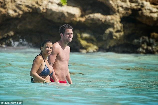 Semaan nackt Daniella  Cesc Fabregas'