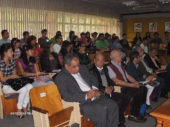 Alumnos e invitados asistentes
