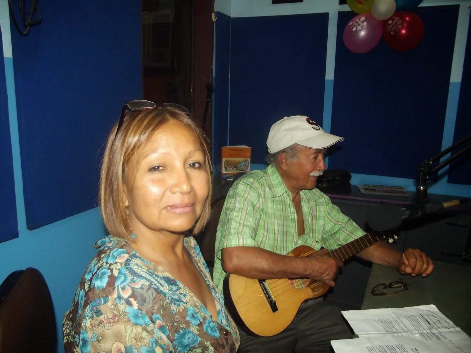 NUESTRA MADRINA DE LA RADIO CARMEN TERESA  Y EL PROFESOR JOSE MANUEL ESCOBAR  Y