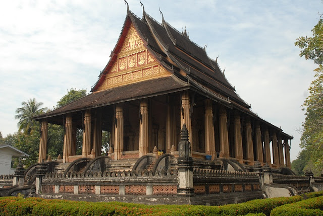 Du-lich-Lao-Vienchan-Chua-Ho-Phra-Keo-02