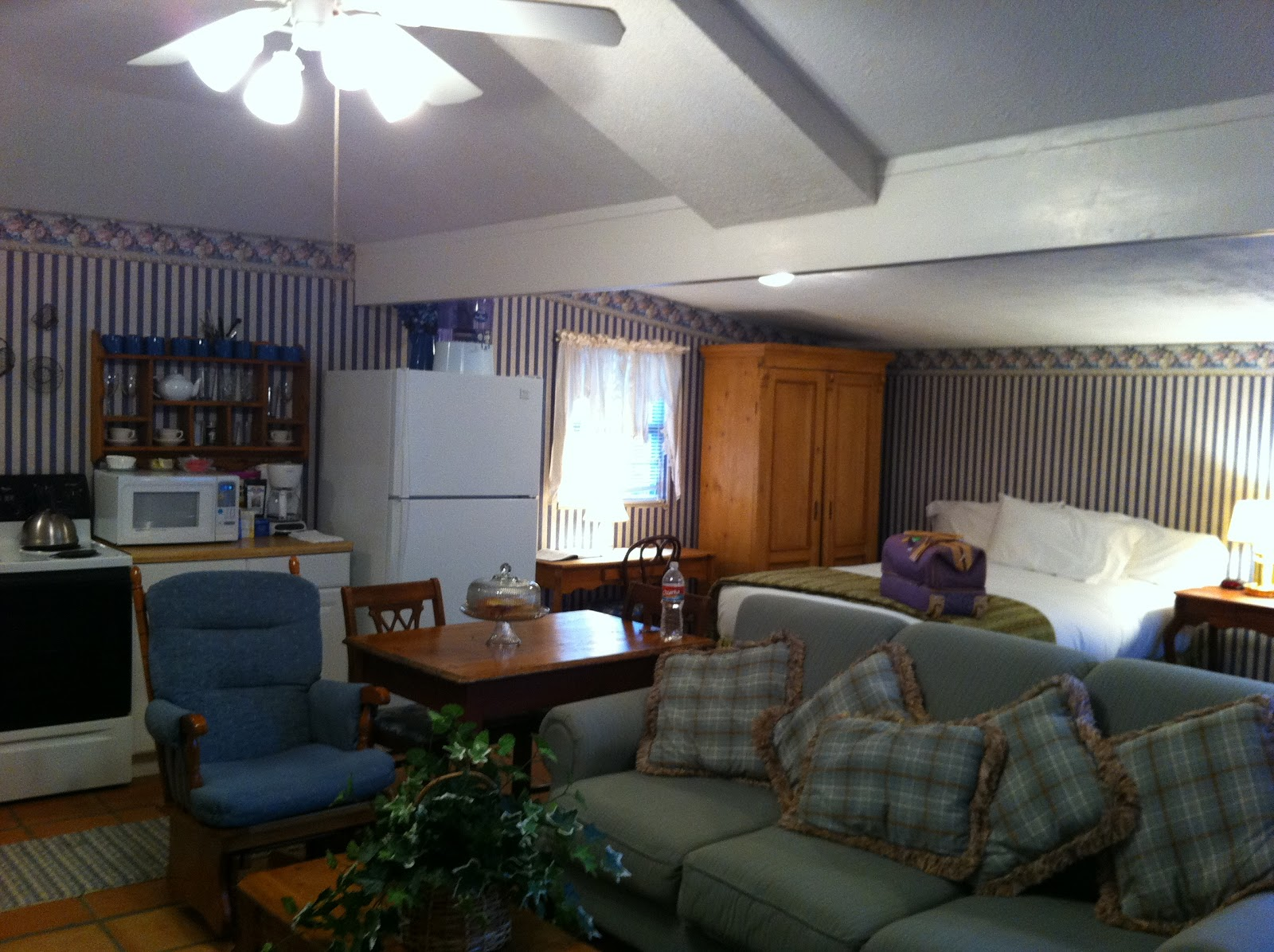 w bedroom and home fredericksburg breakfast sale for hwy historic bed tx us