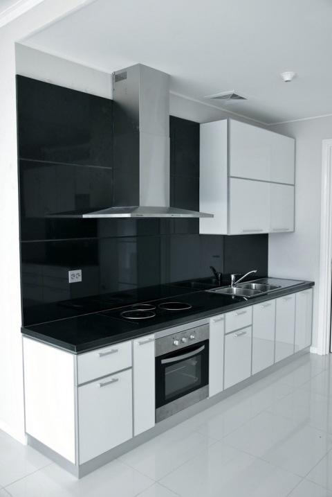 Twin g aluminium pantry minimalis dengan acp putih for Dapur set aluminium
