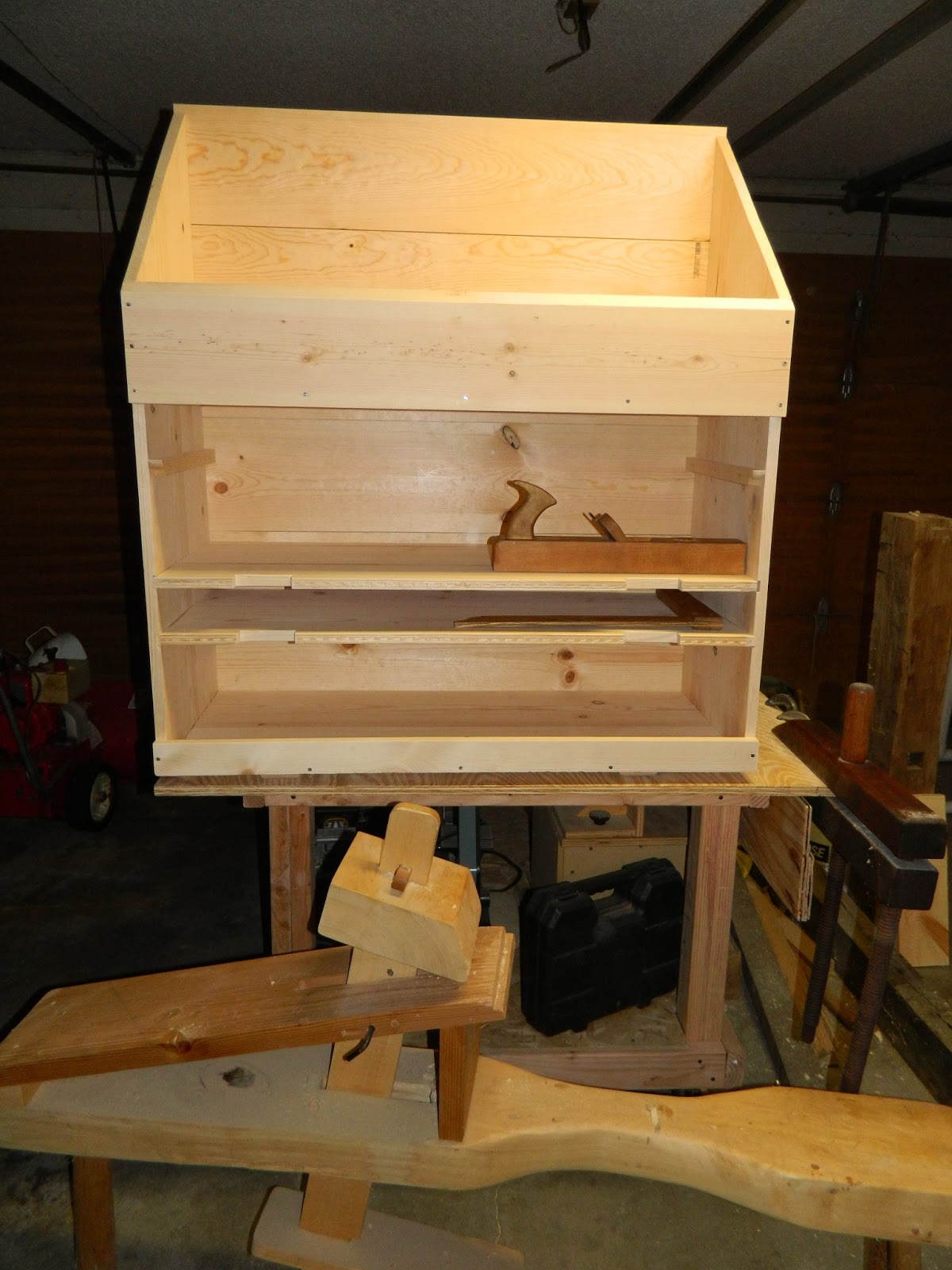 Frontier Carpenter More Work On The Dutch Tool Chest