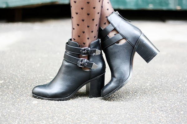 hearts tights Stradivarius cut out boots