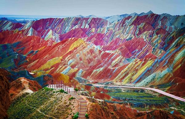 Цветные горы в Китае