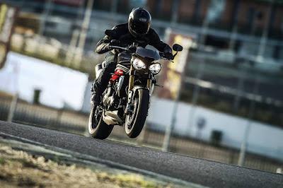 Foto Terbaru Triumph Unveils New 2016 Speed Triple R and S