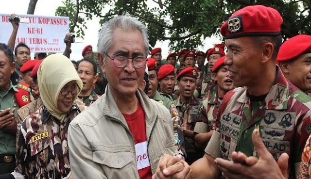 Aktor Indonesia Pong Hardjatmo ikut memberikan dukungan pada Kopassus.
