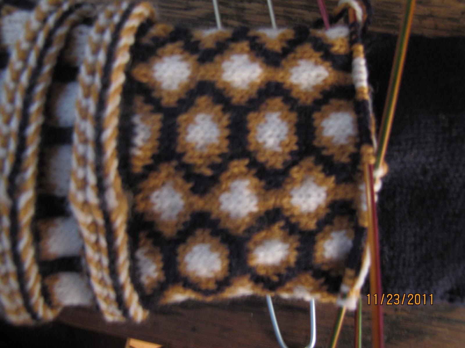 Knit 1 Purl 2 Chat: My own Latvian Mitten Pattern!