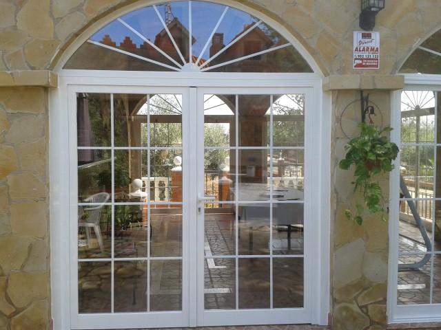 Decorilumina las puertas y entradas en arco lucen mejor for Puertas en forma de arco