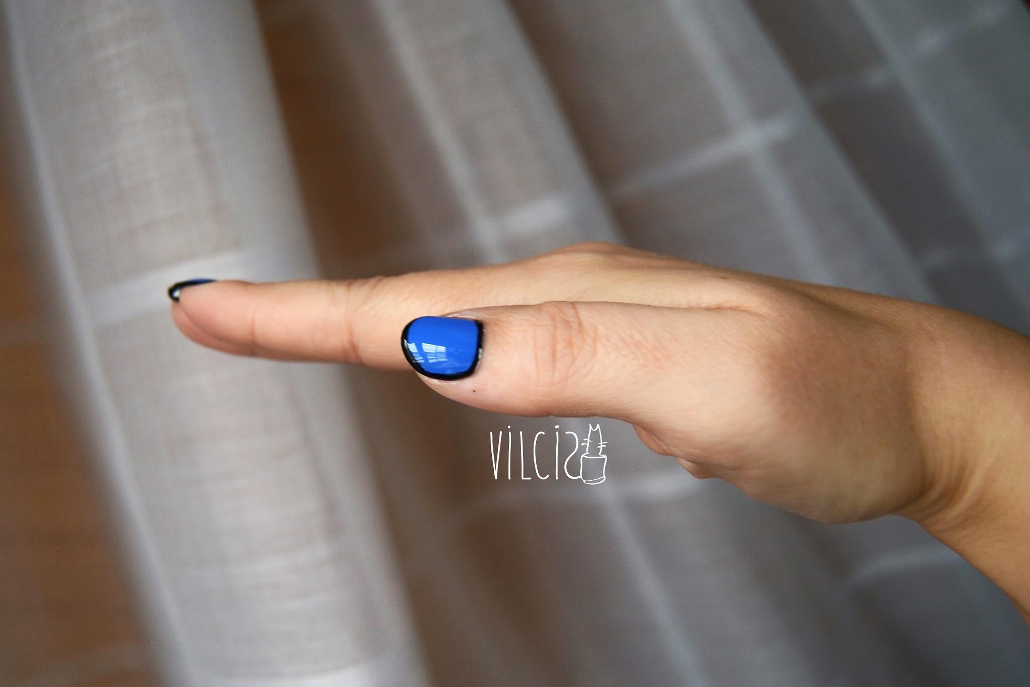 Diseño de uñas inspirado en el vídeo de Katy Perry Dark Horse vilcis