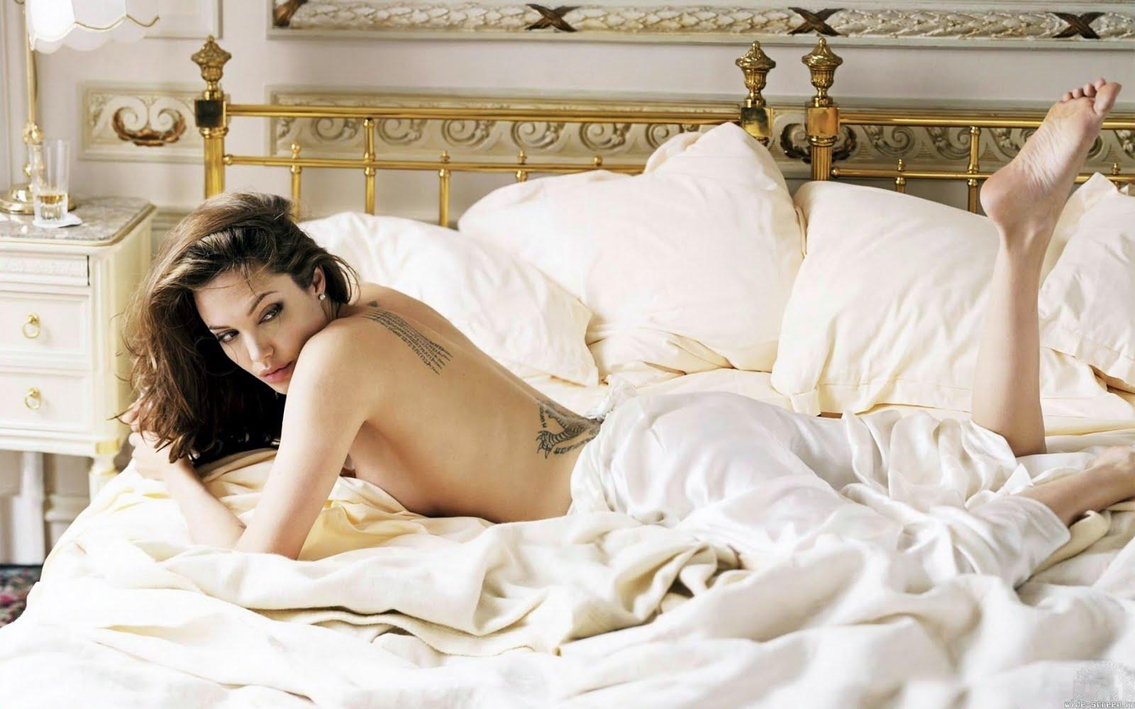 http://4.bp.blogspot.com/-KQ42h9MlAHY/TfOiPjRs4ZI/AAAAAAAAE-Q/RVKzmO6MUSc/s1600/angelina-jolie-wallpaper.jpg
