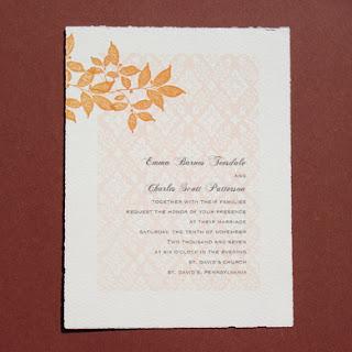 Imagens de convites de casamento com folhas e fundo claro