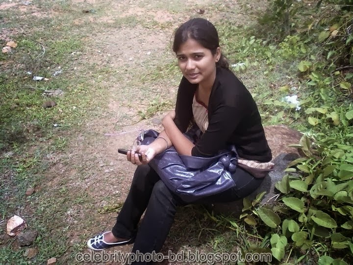 Deshi+girl+real+indianVillage+And+college+girl+Photos099