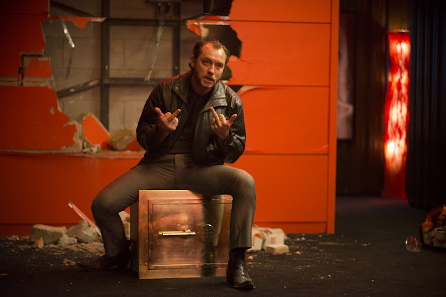 Dom Hemingway (Jude Law) safecracker extraordinaire