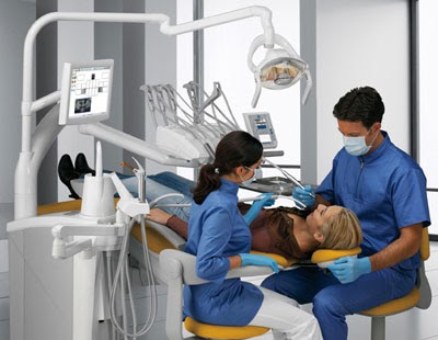 Posturas inadecuadas del odontologo monografia problemas for Silla odontologica