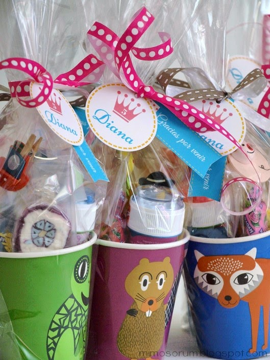 Mimosorum detalle de cumplea os con vasos de papel for Regalos para fiestas de cumpleanos infantiles