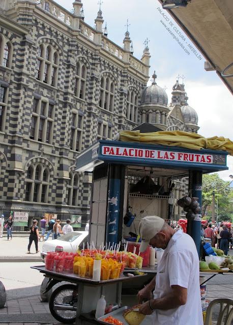 palacio de cultura Medellin Colombia edificio gótico Sede do Governo viagem família