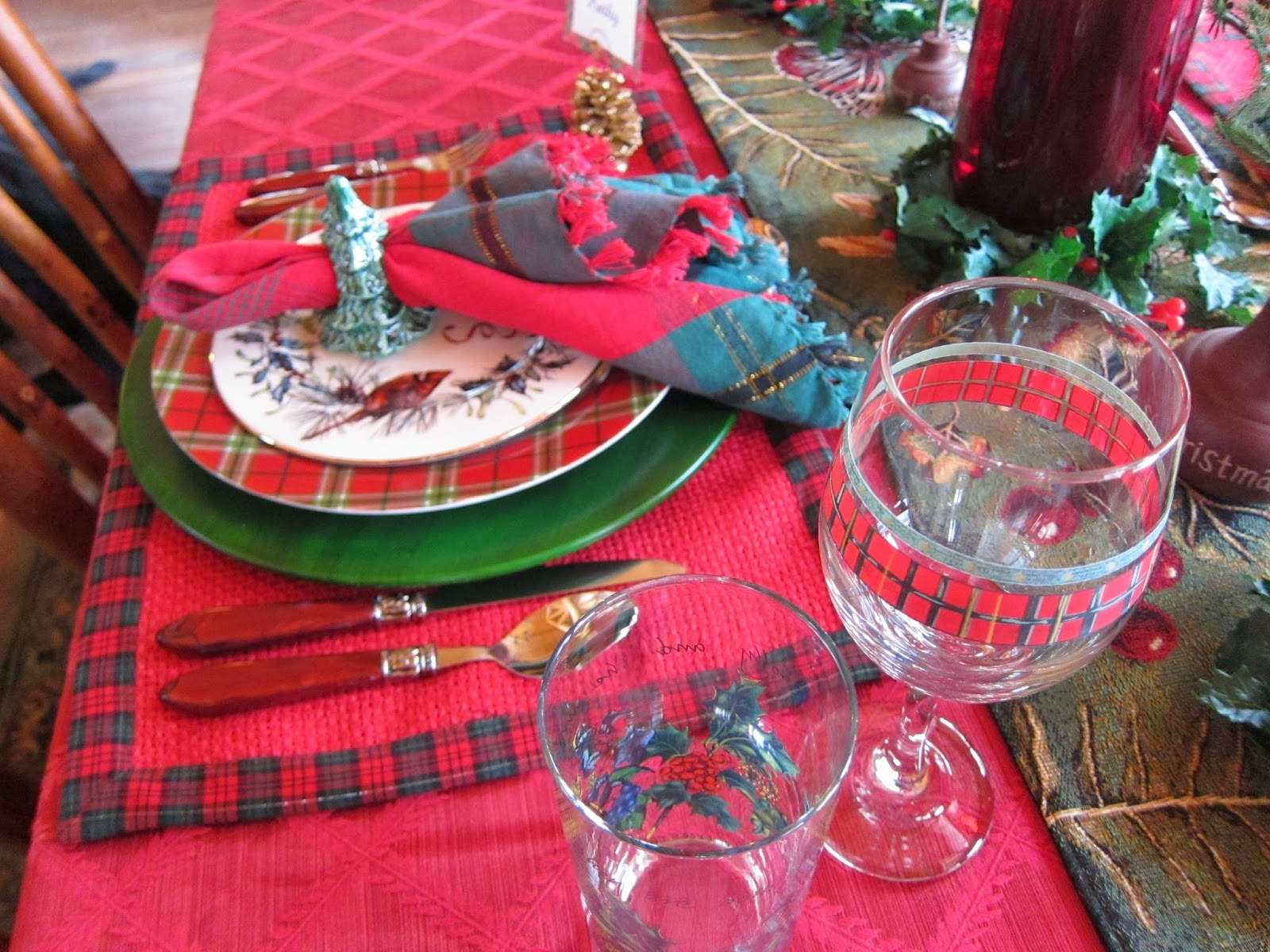 A graceful table plaid tidings of comfort and joy i am using my lenox winter greetings everyday again because of the plaid border i literally can use it every day this time of year m4hsunfo