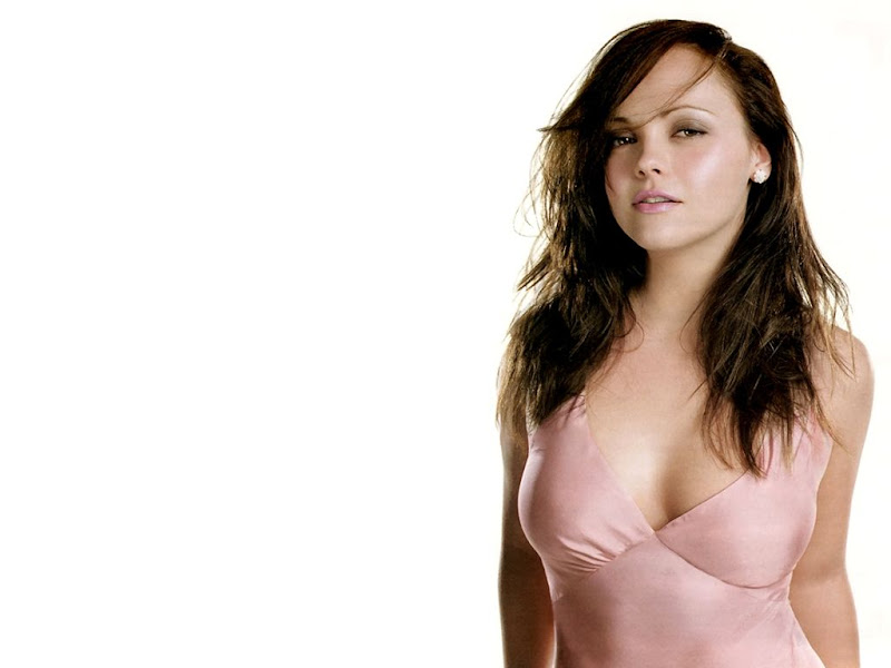 Christina Ricci Trendy and Fabulous Photos