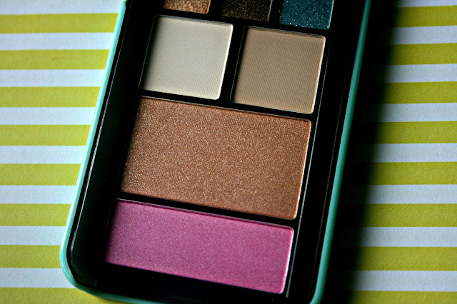 Too Faced Jingle All The Way Pop-Out Makeup Palette Review, Photos & Swatches