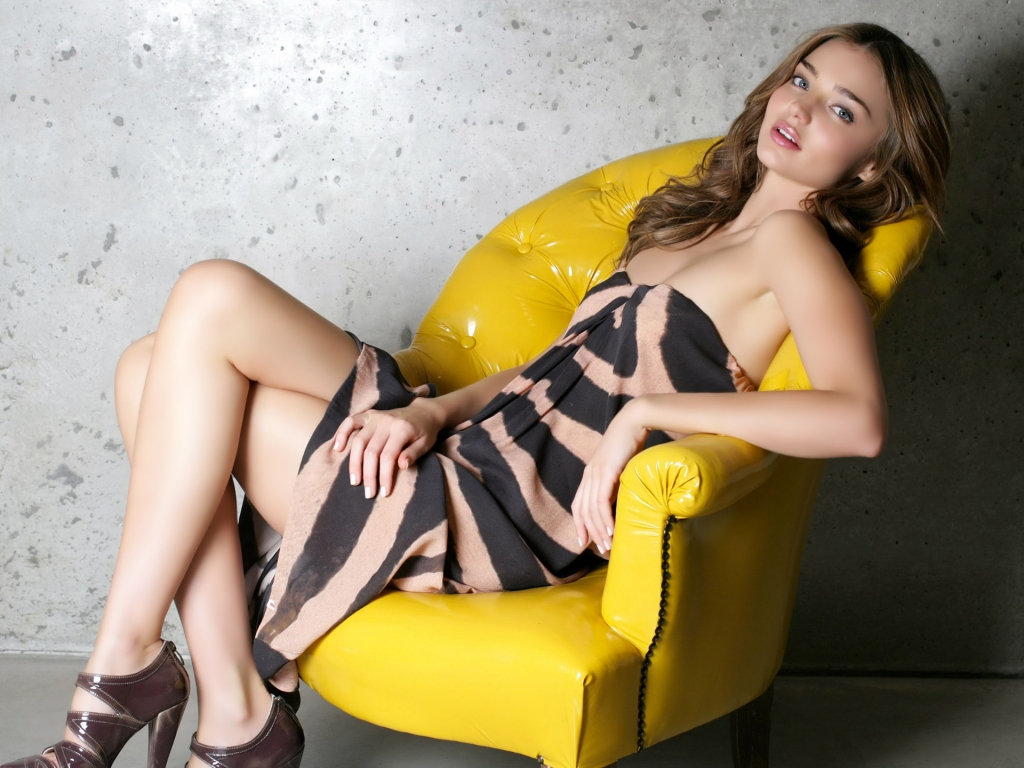 http://4.bp.blogspot.com/-KRTFtPY8GPs/TltN0yjhYXI/AAAAAAAAHHQ/kL64CL17-3I/s1600/sexy-miranda-kerr-hd-wallpaper.jpg