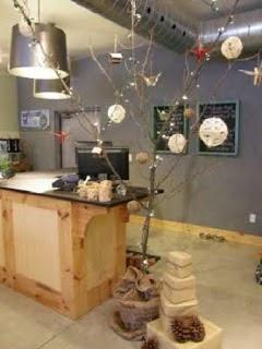 Sapins de Noël avec des branches sèches,  10 idées écologiques pour Noël