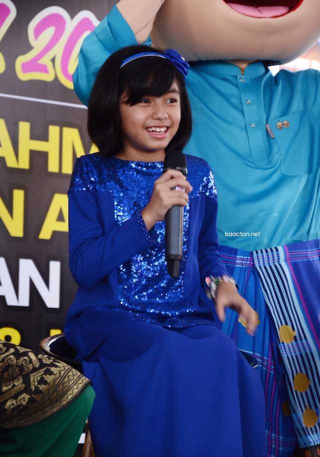 Mia Sara looking absolutely adorable and gorgeous in her blue baju kurung