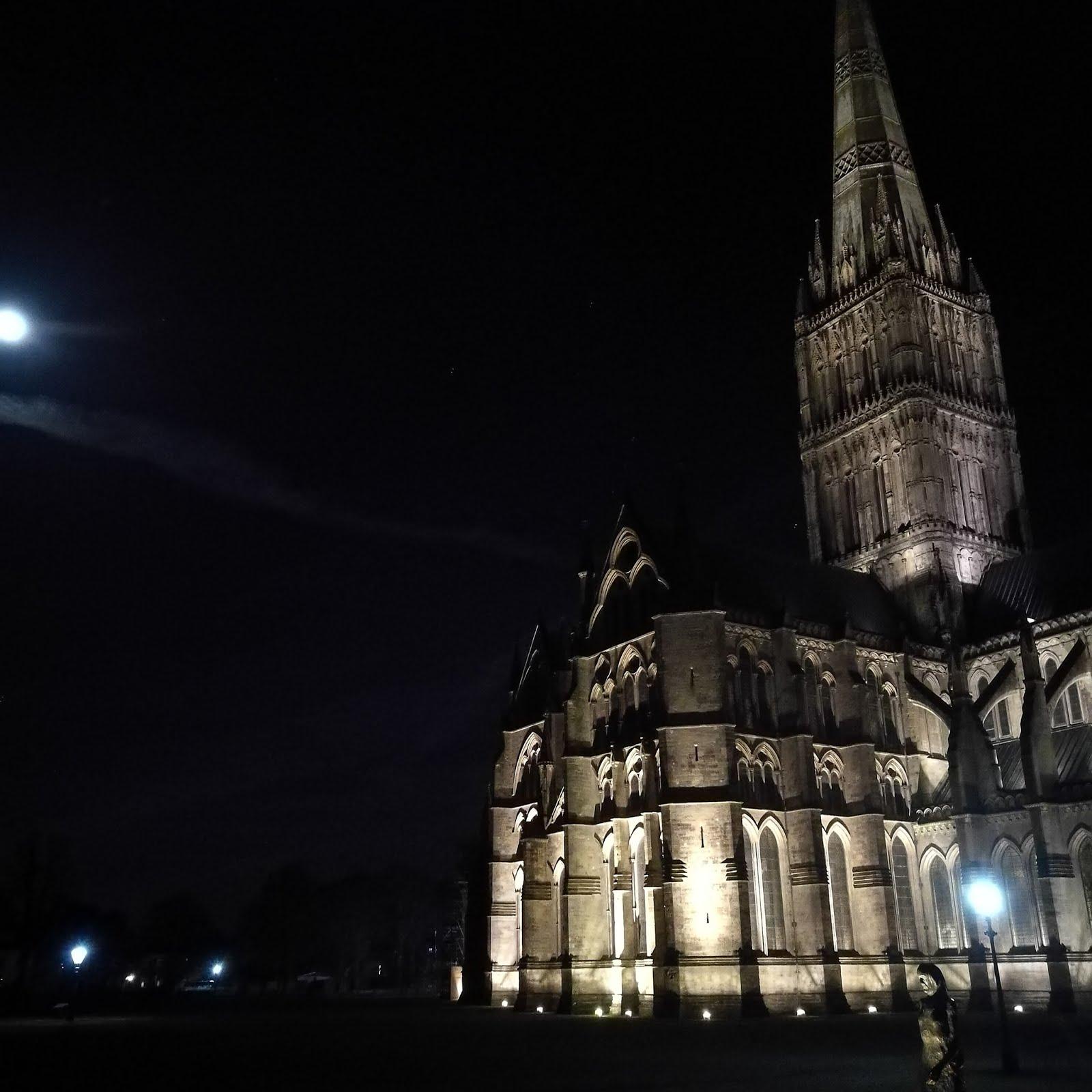 Salisbury, a katedrális éjjel