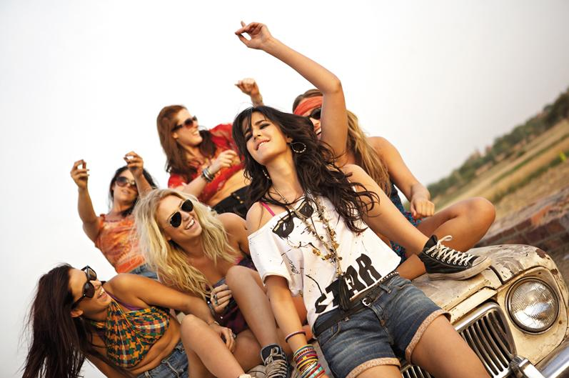 only-katrina: Hot Katrina Kaif in 'Mere Brother ki Dulhan'
