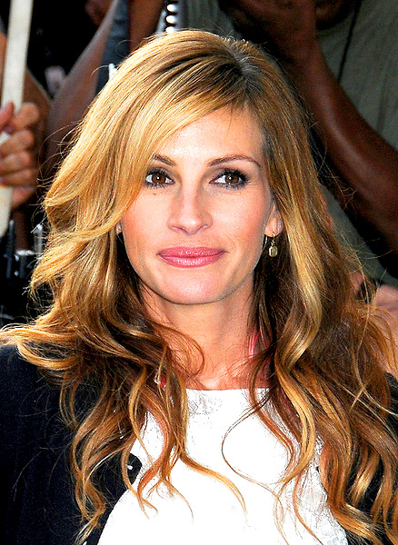 Julia Roberts Long Wavy Hairstyles With Bangs