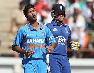 Ashok-Dinda-Ian-Bell-INDIA-V-ENGLAND-1st-ODI-2013