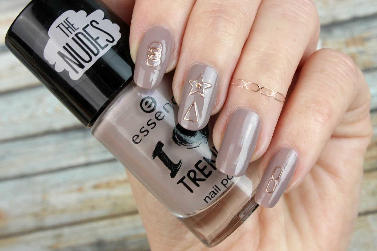 beauty, crunchy cake, drogerie, essence, i love trends, met' addict, metallic, nageldesign, nagellack, nagelstyling, nail polish, nail sticker, nails, neues sortiment, rosegold, sticker, swatches, the nudes,