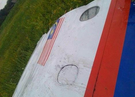 Pesawat Malaysia Airlines MH17 Ditembak Jatuh di Ukraine [4]