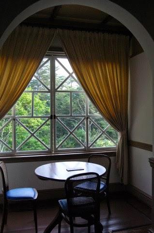ホテルの窓辺