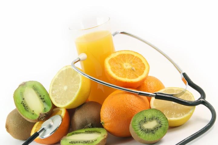 ajudam a combater a diabetes. Os sucos podem causar diabetes, principalmente se forem adoçados...