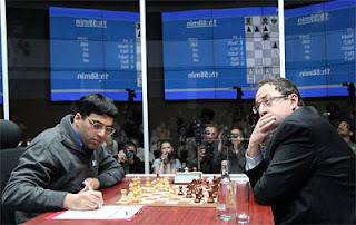 Echecs à Moscou : Le champion du monde en titre Vishy Anand face à Boris Gelfand - Photo © Chessbase