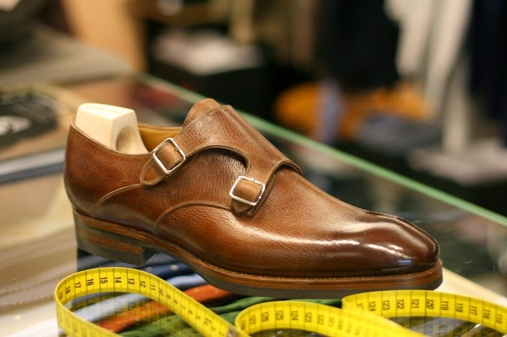 """<img src=""""http://4.bp.blogspot.com/-KTGjDWvk1ls/U5nXMbqLY9I/AAAAAAAAAPE/iul-IPQaurk/s1600/b2960194f3755b24b5963a5432cd7228.jpg"""" alt=""""Most Expensive Shoes in the World"""" />"""
