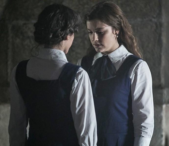 'Ligações Perigosas' estreia com cenas quentes entre personagens lésbicas
