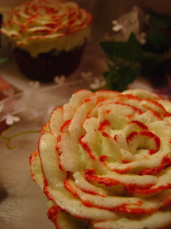 Red Velvet Cupcakes mit Frischkäse-Frosting
