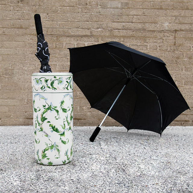 #thriftscorethursday Week 83 Umbrella Stand | www.blackandwhiteobsession.com
